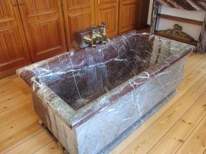 La Louvière's marble tub